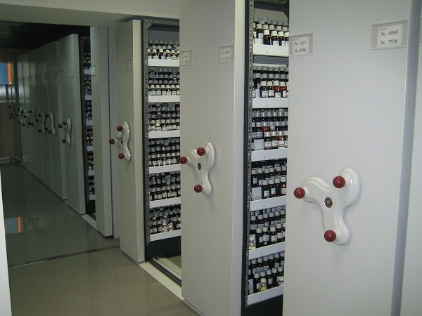 Estanterias moviles manuales de procedimientos